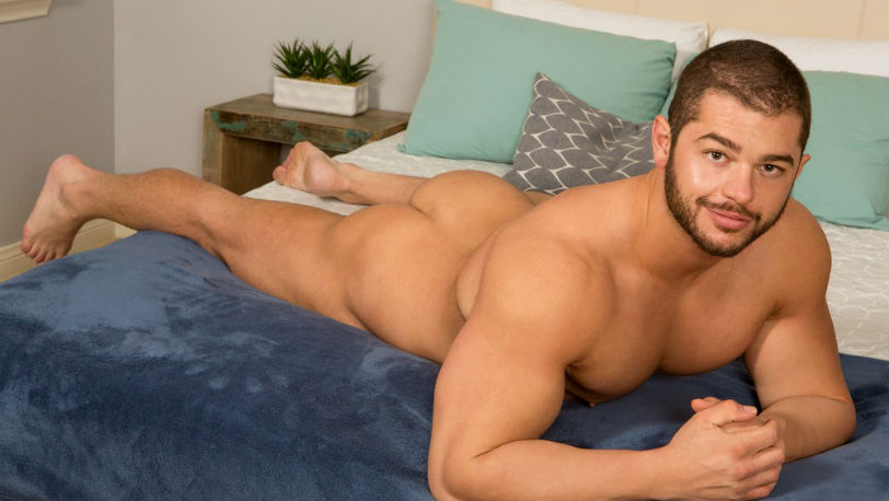 Buff hunk Arnie loves bodybuilding and weightlifting at Sean Cody