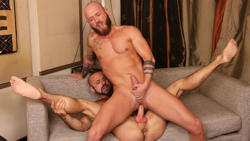 Hairy muscle hunks Felipe Ferro and Jay Moore fuck each other RAW at Kristen Bjorn