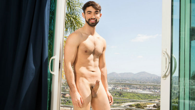 Muscle hunk Gideon enjoys having something up his butt at Sean Cody