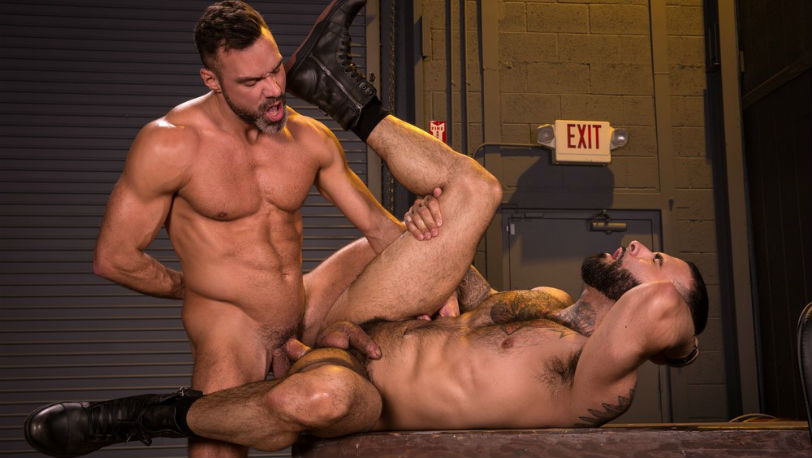 Muscle hunk Manuel Skye pounds Rikk York's hairy bubble butt at Raging Stallion