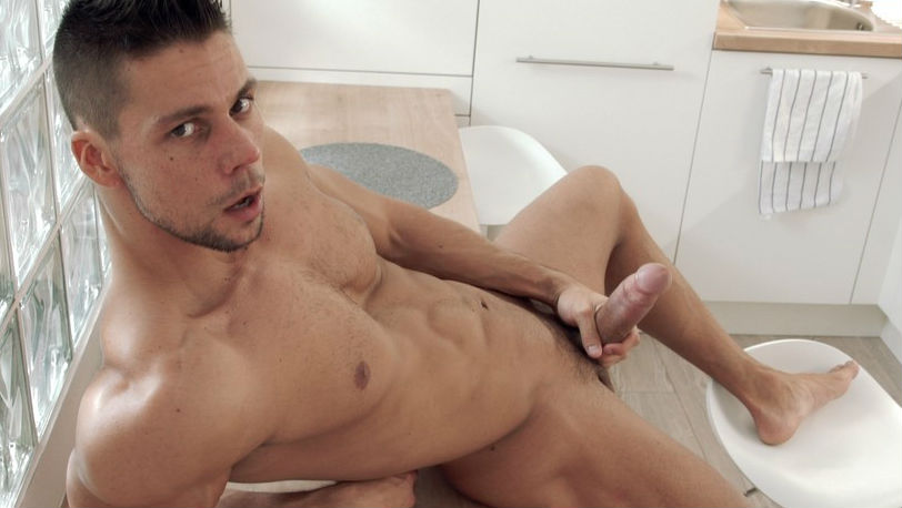Maskurbate : Ennio Guardi's neighbor is a big fan and wants a private show!