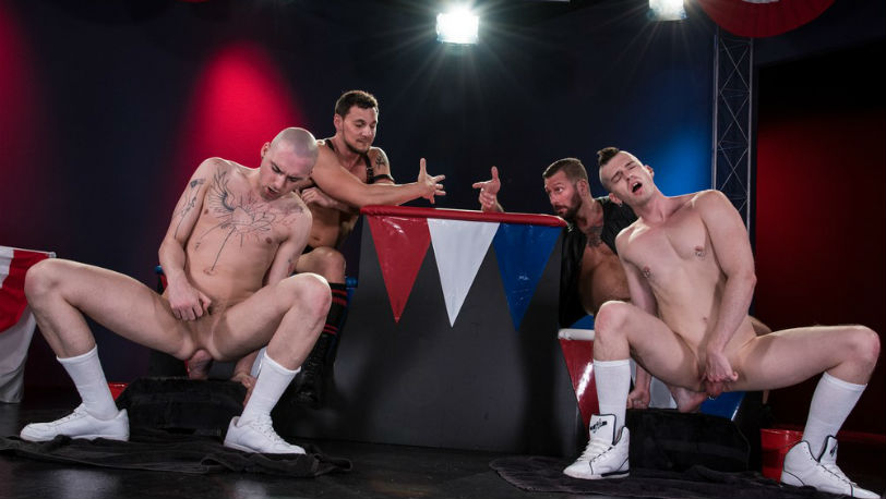 Club Inferno Dungeon : Hugh Hunter and Joey D prepare their feet for the bonus round