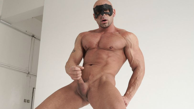 Straight muscled guy Ricci Hulk looked very confident in front of the camera on Maskurbate