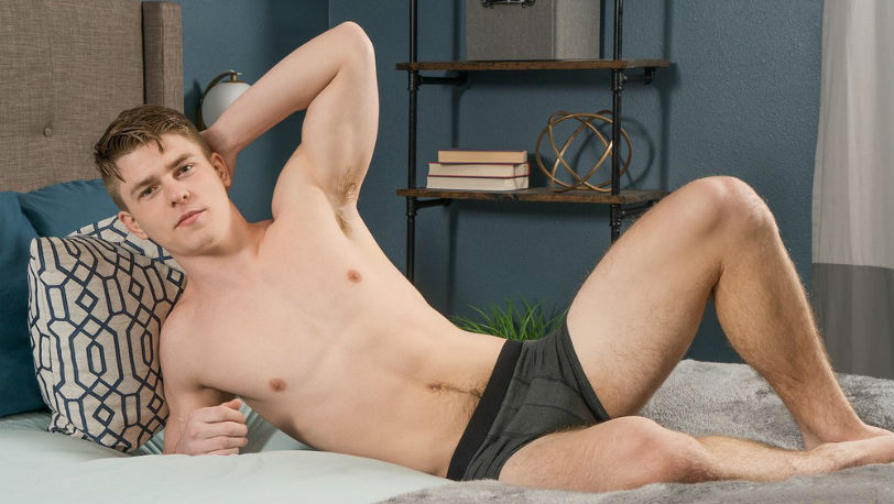 Sean Cody : Warner is a hot, young, all-American jock with an athletic body
