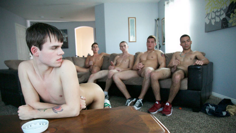 SketchySex : This hot stud came knocking and he was down on his knees in no time