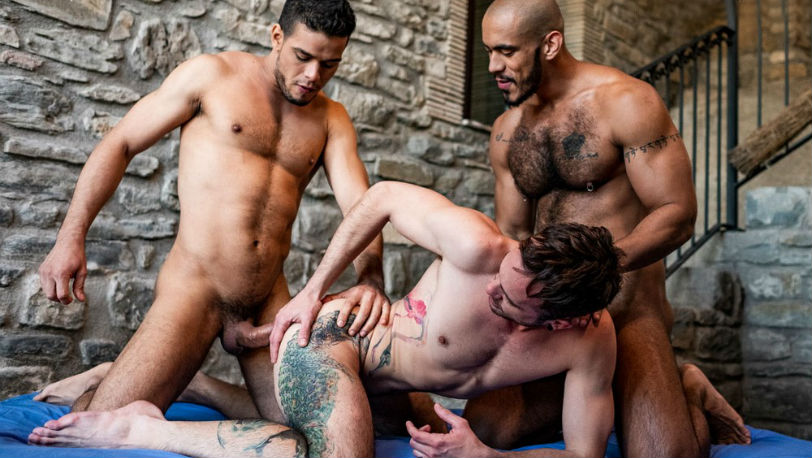 Hot hunks Rico Marlon and Louis Ricaute bareback Drake Rogers at Lucas Entertainment